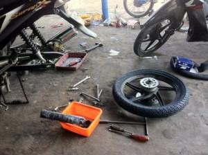 cara mengganti ban sepeda motor